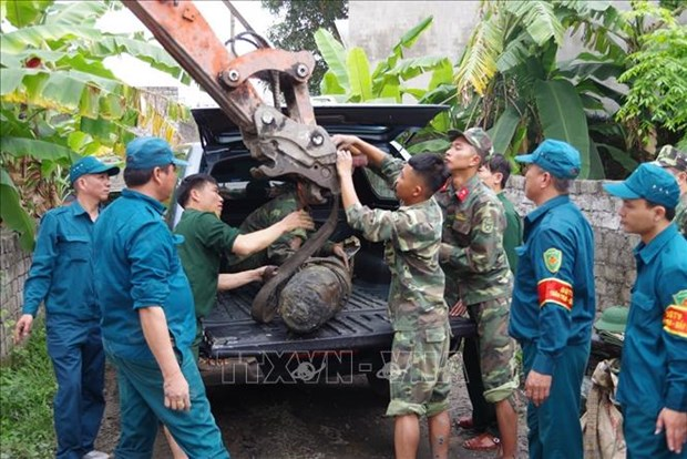 广宁省成功迁移重达230公斤的炸弹 hinh anh 2