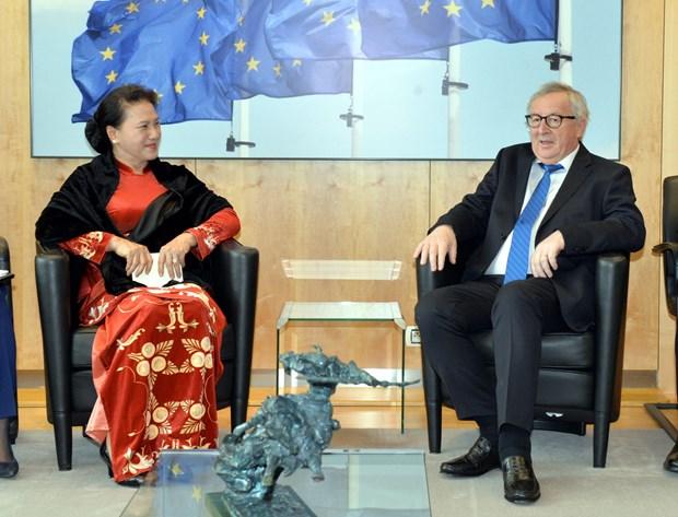 越南国会主席阮氏金银会见欧盟委员会主席让-克洛德·容克 hinh anh 1