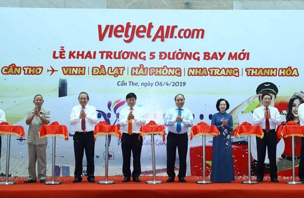 越南政府总理阮春福出席越捷五条新航线开通仪式 hinh anh 1