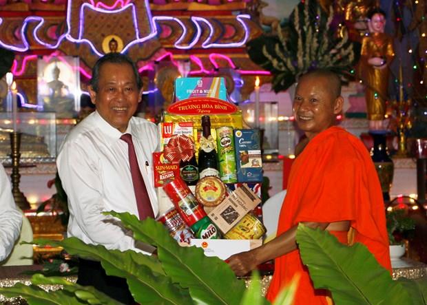 政府副总理张和平走访慰问茶荣和永隆两省高棉族同胞 hinh anh 1