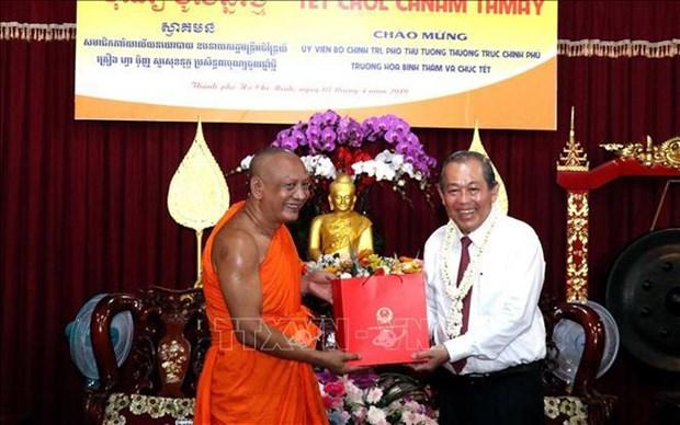 政府副总理张和平向胡志明市高棉族同胞和南宗僧尼佛子致以新年祝福 hinh anh 1