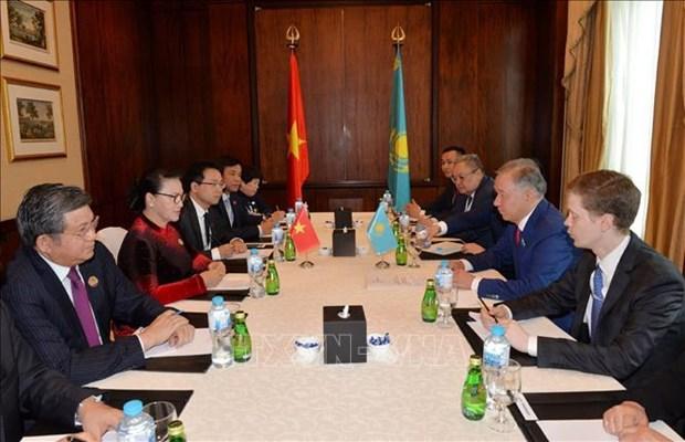 阮氏金银会见哈萨克斯坦议会下院议长努尔兰·尼格马图林 hinh anh 1