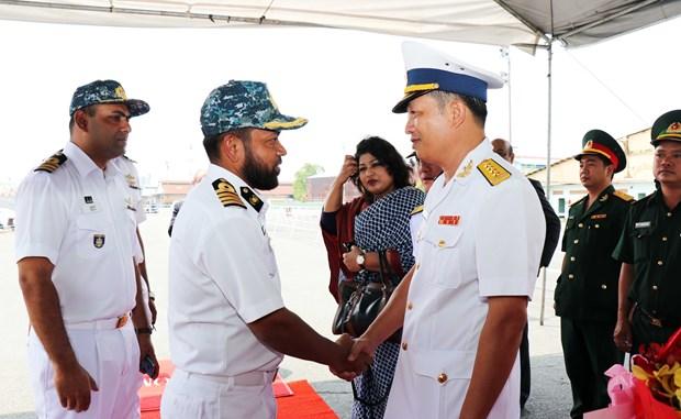 孟加拉国海军护卫舰对胡志明市进行友好访问 hinh anh 1