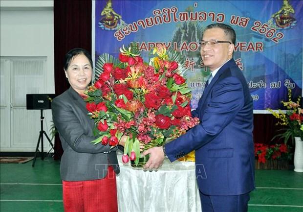 越南驻中国大使邓明魁到老挝使馆拜年 hinh anh 1