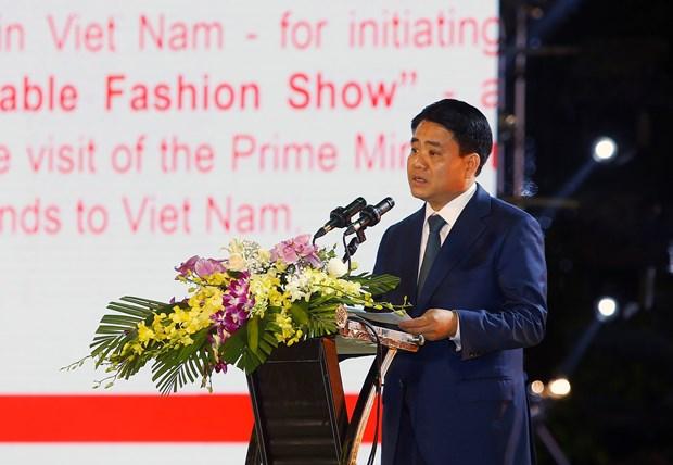 越南政府总理阮春福与荷兰首相马克·吕特出席可持续时装秀 hinh anh 2