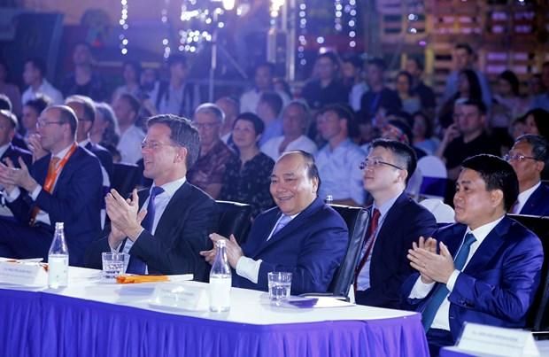 越南政府总理阮春福与荷兰首相马克·吕特出席可持续时装秀 hinh anh 1