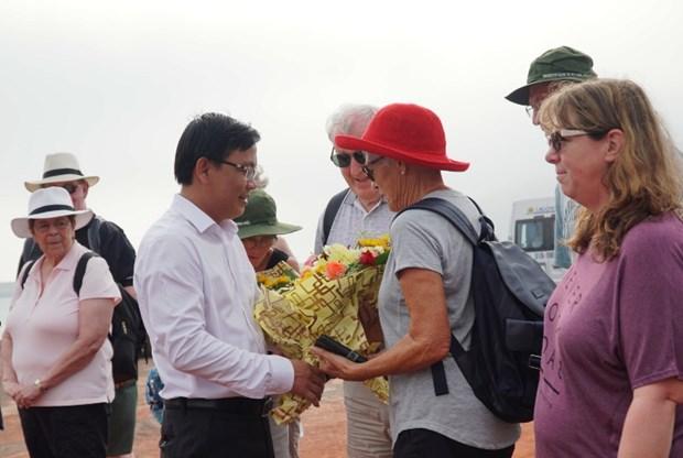 广平省接待乘船入境的首个外国旅行团 hinh anh 2