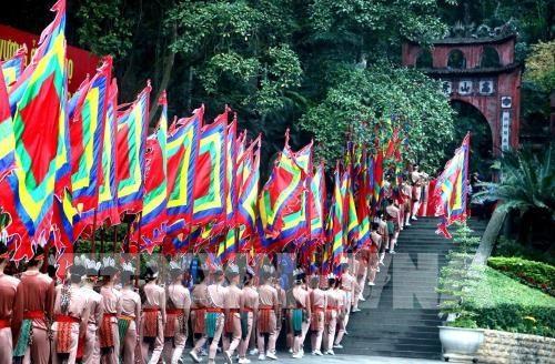 2019年雄王国祖祭祖仪式隆重举行 国会主席阮氏金银出席 hinh anh 2