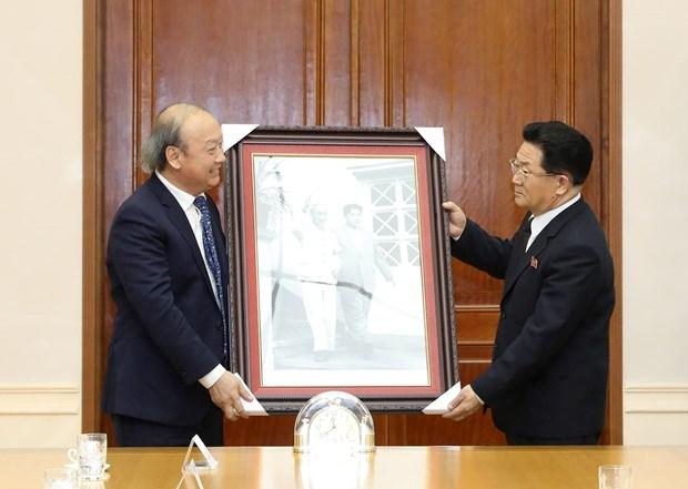 越共中央宣教部副部长武文方对朝鲜进行访问 hinh anh 1