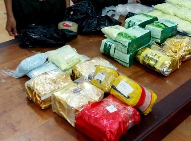 安江省:现场抓获贩运毒品犯罪嫌疑人2名 缴获26多公斤毒品 hinh anh 1