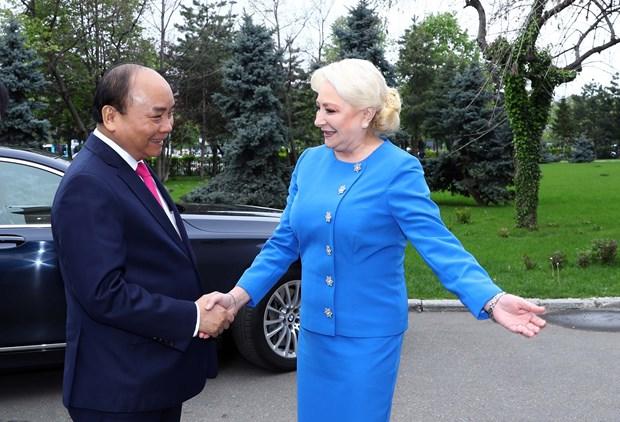罗马尼亚总理登奇勒为越南政府总理阮春福举行欢迎仪式 hinh anh 2