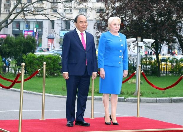 罗马尼亚总理登奇勒为越南政府总理阮春福举行欢迎仪式 hinh anh 1