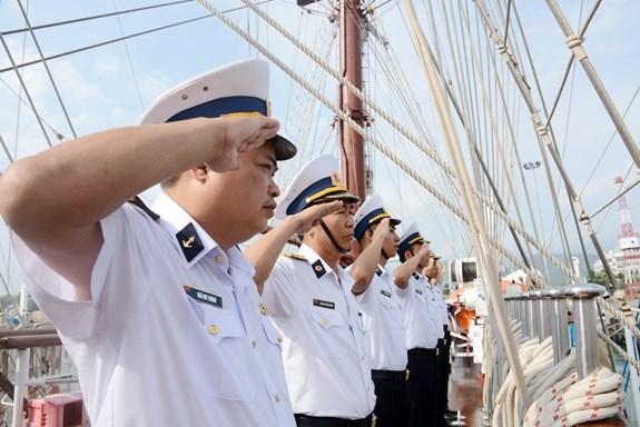 黎贵惇286号帆船起航对印尼与新加坡进行交流访问 hinh anh 2