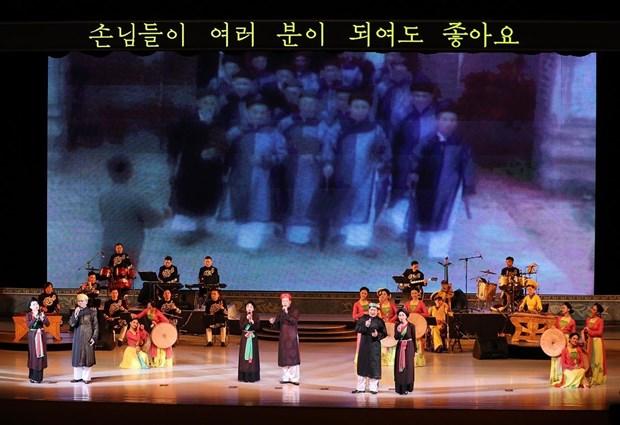 """越南国家艺术团""""春天阳光""""文艺演出给朝鲜人民留下深刻印象 hinh anh 1"""