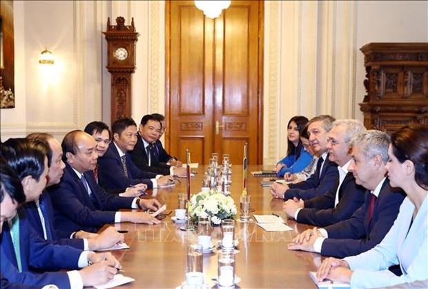 政府总理阮春福会见罗马尼亚众议院议长 圆满结束对罗马尼亚的正式访问 hinh anh 2
