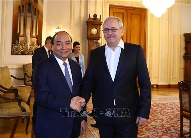 政府总理阮春福会见罗马尼亚众议院议长 圆满结束对罗马尼亚的正式访问 hinh anh 1