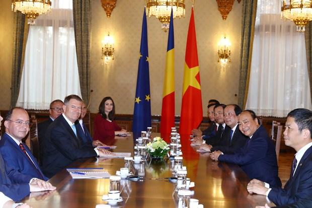 阮春福总理会见罗马尼亚总统克劳斯·约翰尼斯 hinh anh 2