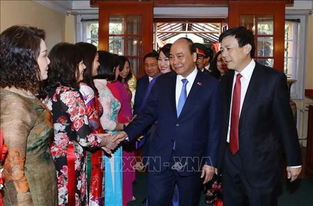 阮春福会见旅欧越南人 探访越南驻捷克大使馆 hinh anh 2