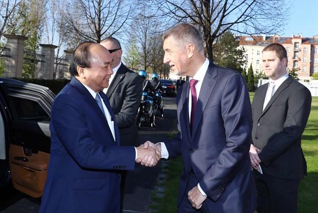 捷克共和国总理主持仪式 欢迎越南政府总理阮春福访问 hinh anh 1