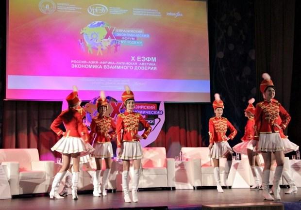 越南参加第10届欧亚青年经济论坛 hinh anh 1