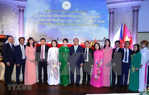 阮春福总理:旅捷越南人社群是团结互助与情系家乡的好榜样 hinh anh 1