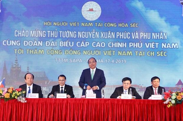 阮春福总理会见捷克和摩拉维亚共产党主席 圆满结束对捷克进行的正式访问 hinh anh 2