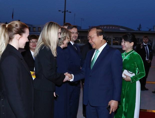 越南政府总理阮春福圆满结束对罗马尼亚和捷克的正式访问 hinh anh 1