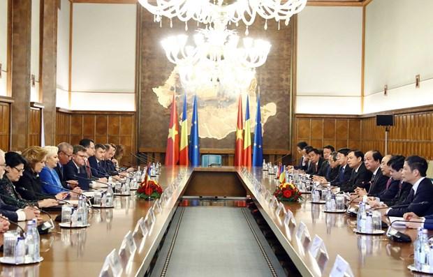 越南政府总理阮春福圆满结束对罗马尼亚和捷克的正式访问 hinh anh 2