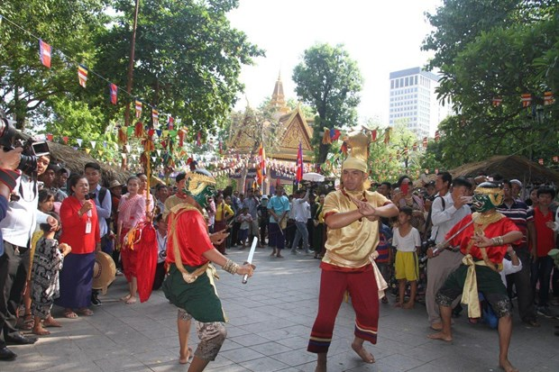 柬埔寨传统新年期间国内外游客人数增长近70% hinh anh 2