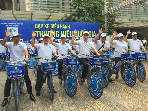 越南国家品牌日:骑自行车游行传播国家品牌荣耀 hinh anh 2