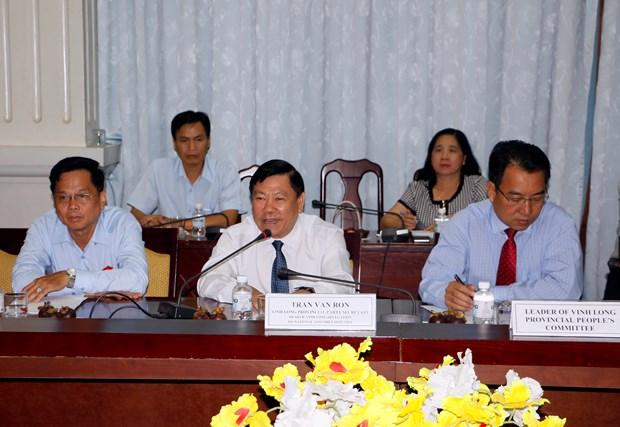 美国国会议员助理工作代表团访问越南永隆省 hinh anh 2