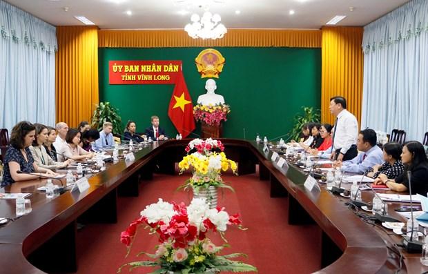 美国国会议员助理工作代表团访问越南永隆省 hinh anh 1