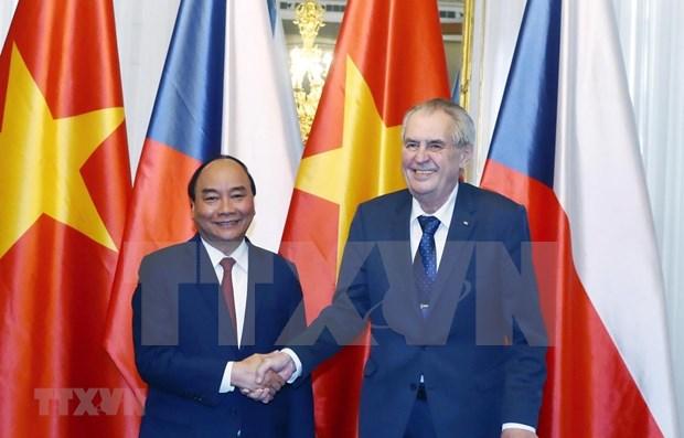 越南政府总理阮春福访捷之行为两国合作开辟新篇章 hinh anh 1