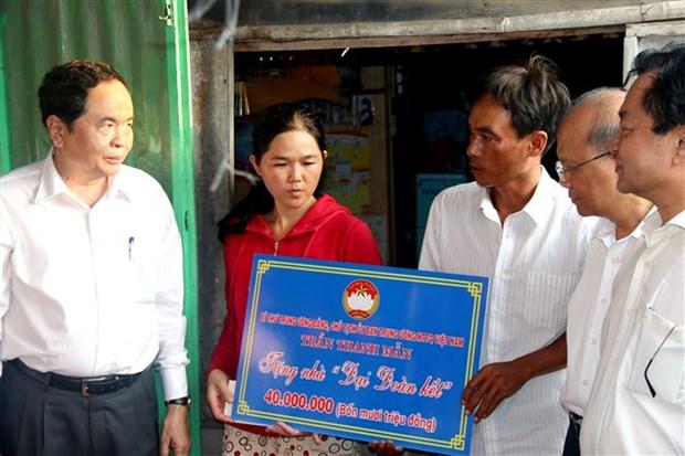 越南党和国家领导在复活节期间开展走访慰问活动 hinh anh 2