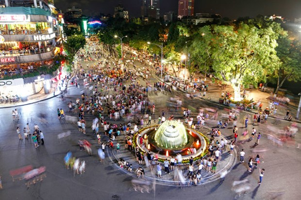 越南南方解放和五一劳动节假期:河内古街文化活动五彩纷呈 hinh anh 1