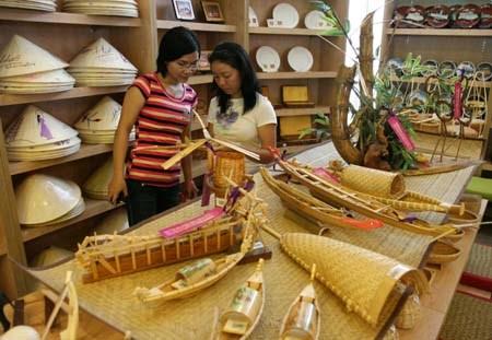 顺化传统手工艺业节:促进手工艺村复苏和发展 hinh anh 1