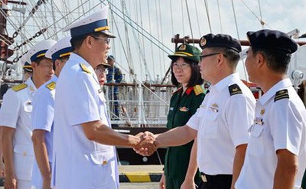 越南黎贵惇286号帆船访问新加坡 hinh anh 1