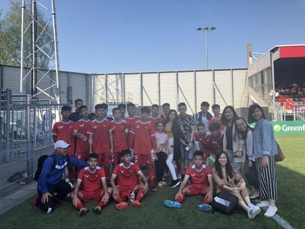 越南PVF U15球队在欧洲角逐 hinh anh 1