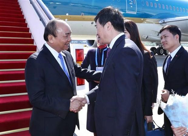 """阮春福总理抵达北京开始出席""""一带一路""""国际合作高峰论坛 hinh anh 2"""