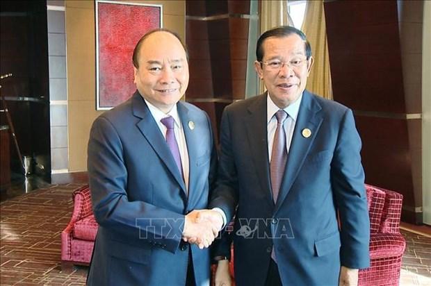 越南政府总理阮春福会见柬埔寨首相洪森 hinh anh 1