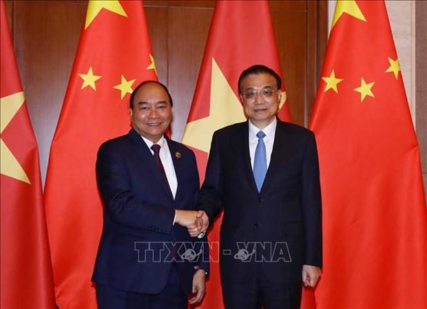 越南政府总理阮春福与中国国务院总理李克强举行会谈 hinh anh 1