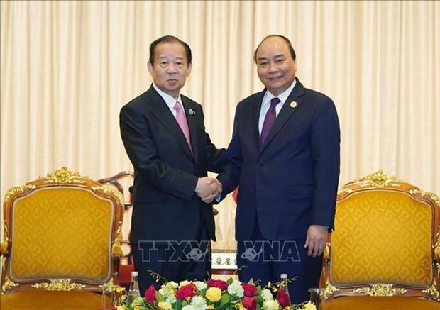 越南政府总理阮春福会见日本自由民族党干事长二阶俊博 hinh anh 1