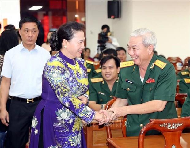 越南国会主席阮氏金银出席芹苴市解放日44周年纪念典礼 hinh anh 1