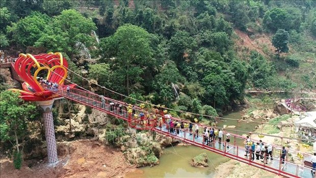 越南首座5D爱情玻璃桥在山罗省建成启用 hinh anh 2