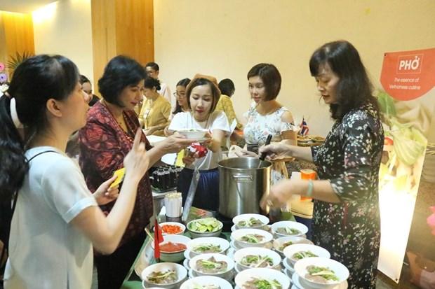 东盟美食义卖活动在印度尼西亚举行 hinh anh 2