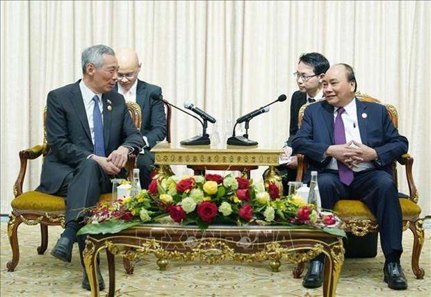 阮春福总理会见新加坡总理李显龙 hinh anh 1