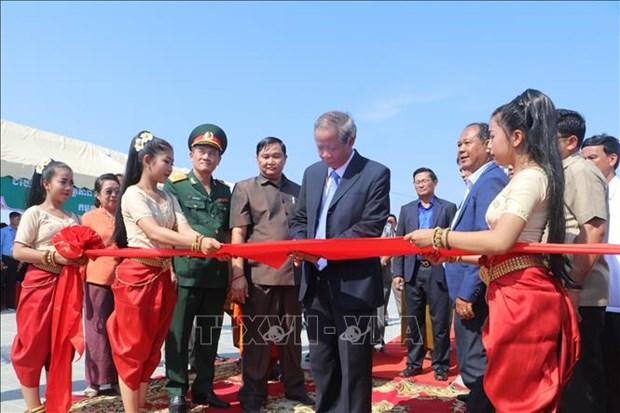 越柬友谊纪念碑落成仪式在班迭棉吉省举行 hinh anh 1