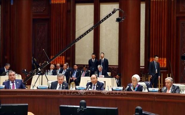 越南政府总理阮春福: 越南愿继续同中国和各国保持良好的合作以 构建有效的互利合作模式 hinh anh 1