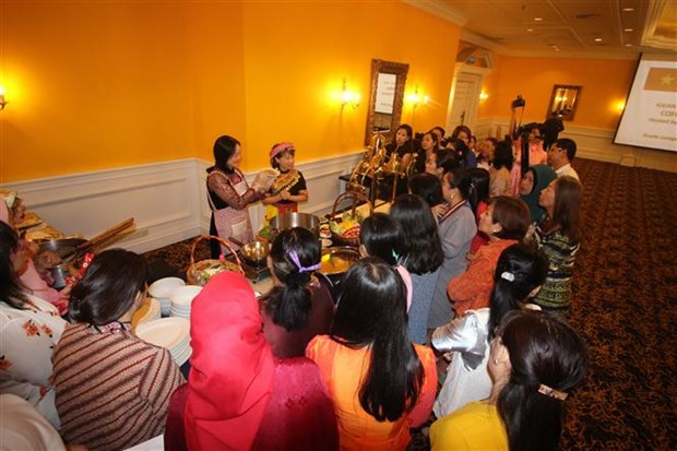 越南美食吸引东盟各国代表的眼球 hinh anh 1