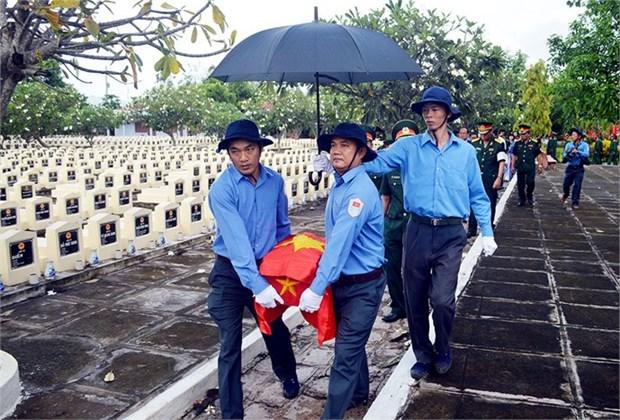 坚江省搜寻和归集在柬埔寨牺牲的越南志愿军遗骨1997具 hinh anh 1